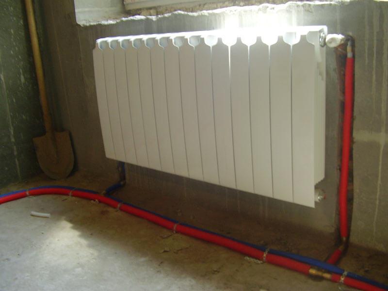 Секционный радиатор Rifar с обвязкой трубами Rehau